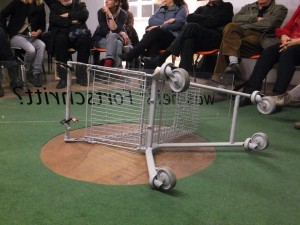 DISCUSSION-TROLLEY shot by Thea Schattenwald Stuttgart